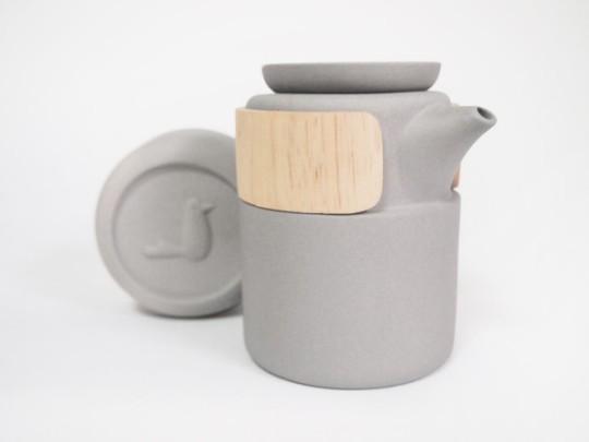 take-breath-ceramic-modern-tea-pot-gray-600x450